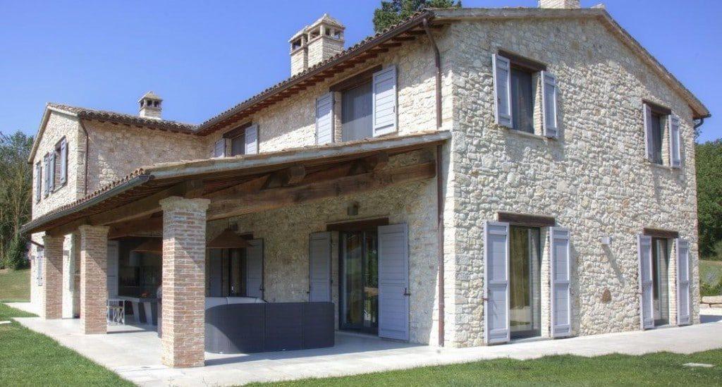 Il casale, tipologia edilizia diffusa nell'area centrale dell'Italia