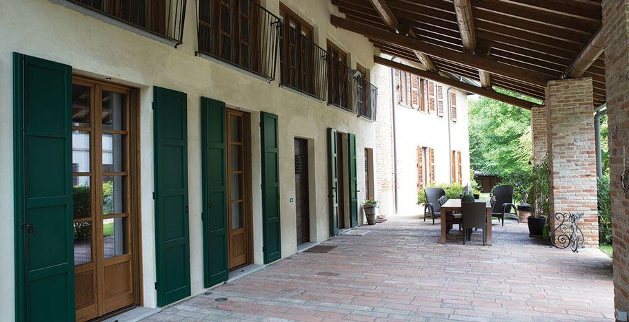 La cascina, tipologia edilizia molto diffusa, nata con vocazione rurale