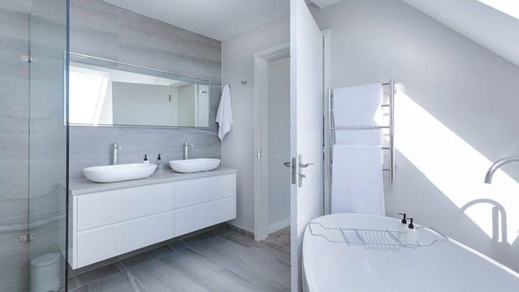 Manutenzione straordinaria bagno: installazione sanitari