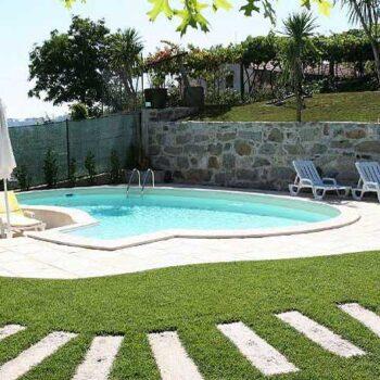Costruire una piscina in giardino: normativa da seguire