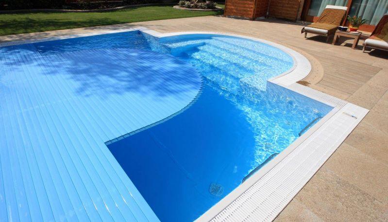 Costruire una piscina in giardino: si pagano più tasse?